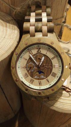 orologio in legno con lunario