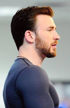 "ms-zilia: "" notsomolly: "" captainevans: pictures of the BAEne of my existence, christopher robert evans. "" Yeah so it's time to. Christopher Evans, Capitan America Chris Evans, Chris Evans Captain America, Robert Evans, Chris Evans Beard, Chris Evans Haircut, Amanda Seyfried, Zeina, Logan Lerman"