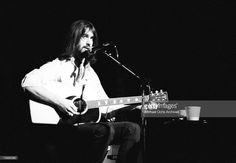 Singer/songwriter Dan Fogelberg performs onstage with an acoustic guitar in circa 1976 in Los Angeles, California. (Photo by Michael Ochs Archives/Getty Images)