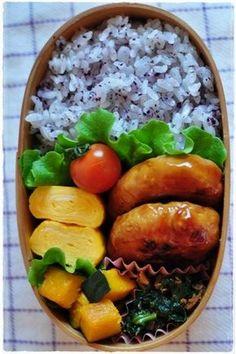 日本人のごはん/お弁当 Japanese meals/Bento. obento 2013/2/28 Cute Food, Yummy Food, Snack Boxes Healthy, Japanese Food, Japanese Meals, Japanese Bento Box, Onigirazu, Bento Box Lunch, Box Lunches