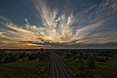Photo Cirrus Sunset par Matt Molloy on Train Tracks, Cops, Trains, Photograph, Mountains, Sunset, Outdoor, Fotografie, Sunsets