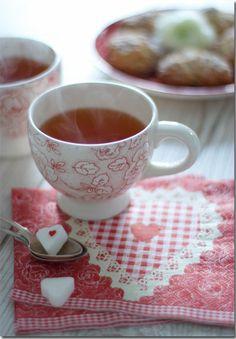 wunderschön-gemacht: I don't take sugar in my tea, but I cannot resist those precious sugar heart cubes!!