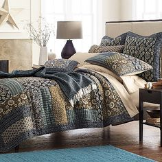 Give your bedroom a sophisticated look with this lovely quilt set. Featuring a beautiful patchwork floral design and included on the matching pillow sham. This soft and durable set is great for any age and any bedroom. Colchas Country, Modern Country, Bohemian Bedding Sets, Western Bedding, King Size Quilt, Queen Quilt, Ranch Decor, Quilts For Sale, Quilt Bedding