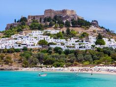 Rhodes Island boasts of crystal-clear waters, stunning beaches, and rich history. Here are some of the top things to do in Rhodes Island. Places To Travel, Travel Destinations, Places To Visit, Greece Vacation Spots, Greek Islands To Visit, Cap Vert, Station Balnéaire, Holiday Places, Photos Voyages