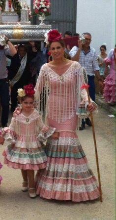 feria de la cabeza Spanish Dress, Spanish Dancer, Folk Fashion, Kids Fashion, Fashion Design, Fashion Trends, Flamenco Dancers, Flamenco Costume, Crochet Wedding