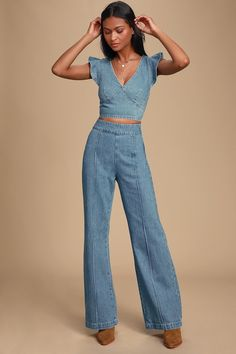 Wear the Veronica Medium Wash Denim Ruffled Crop Top and be the talk of the town! Denim crop top with ruffled tank sleeves and set-in waist. 2 Piece Outfits, Two Piece Outfit, Cute Outfits, Fashionable Outfits, Dressy Outfits, Work Outfits, Denim Fashion, Look Fashion, Fashion Outfits