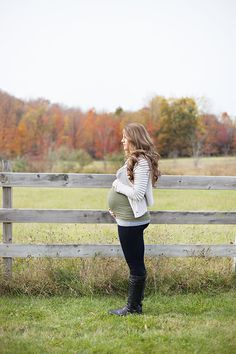Fall maternity session // Leah Mullett Photography Blog