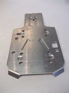 """new can am oem atv central skid plate outlander l max pn 715002078 dd - Categoria: Avisos Clasificados Gratis  Item Condition: NewBrand new, genuine CanAm Central skid plate This is a factory original equipment accessory, not an aftermarket PN 715002078316"""" 45mm thick and dieformed for strength and durabilityMust be installed with front skid plate #715000926Drain holes to release water, mud and debrisAllows access to oil drain plugColor: AluminumFits:Outlander L & Outlander L MAX…"""