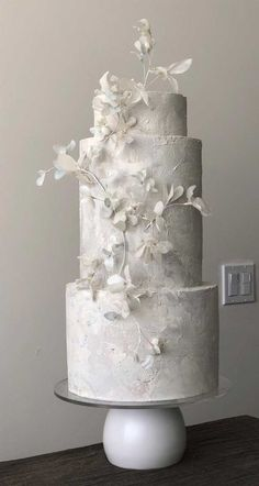 Be inspired by these pretty wedding cakes! We are having a major swoonnsesh over these gorgeous wedding cakes. These latest wedding cakes are the latest instragram wedding cake trend from fabulous artist cake designers. Pretty Wedding Cakes, Country Wedding Cakes, Black Wedding Cakes, Wedding Cake Photos, Wedding Cake Rustic, Elegant Wedding Cakes, Wedding Cake Designs, Cake Wedding, Wedding Themes