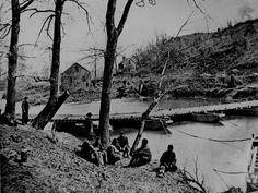 Pontoon bridge, Bull Run, Va.    http://www.archives.gov/research/military/civil-war/photos/images/civil-war-024.jpg