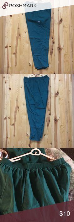 "Fundamental Scrub Pant Large Petite Inseam 28"" EUC Fundamental Scrub Pant Large Petite Inseam 28"" EUC Cargo Pant This pant has leg pockets only Green Fundamentals Pants"