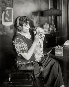 """1922 New York."""" The Metropolitan Opera soprano Claudia Muzio and her radio-controlled dog. Bain News Service. Vintage Photographs, Vintage Photos, Shorpy Historical Photos, Love Radio, Metropolitan Opera, Opera Singers, Photo Projects, World Music, Black And White Pictures"""
