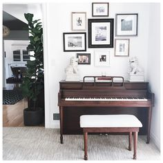 """How  is @iamcattsadler 's piano set up?!"""