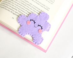Handmade felt jigsaw puzzle corner bookmark Her name is Lily! She is a funny corner bookmark, with pink cheeks and a delicious smile :) It's very practice, infact you can insert it on the. Felt Crafts Diy, Felt Diy, Handmade Felt, Craft Gifts, Crafts To Make, Fun Crafts, Bookmarks Diy Kids, Corner Bookmarks, Crochet Bookmarks