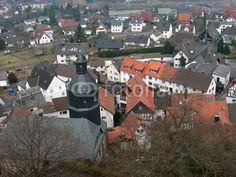 Blick von der Burg Gleiberg auf das alte Dorf im Landkreis Gießen in Hessen