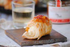 Cocinando con Neus: Mini canutillos de brie con salsa dulce de melocotón y albaricoque con bayas de goji de Can Bech