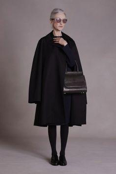 Drei ungewöhnliche Models präsentieren die neue Pre-Fall 2014 Kollektion von The Row | kalinkakalinka