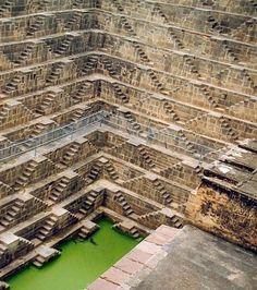 Escaliers extrêmes: Chand Baori au Rajasthan (Inde)