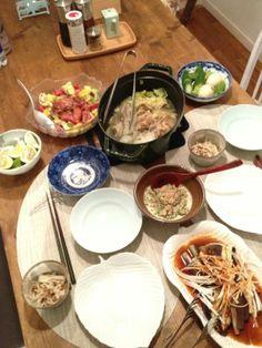ストウブで作る白菜ぶた、貝柱の重ね煮、えのきのカリカリ梅じゃこあえ、アダンの明太子きゅうりにナスの蒸煮、ぬか漬け、アボカドマグロカラフルサラダに玄米ごはん。
