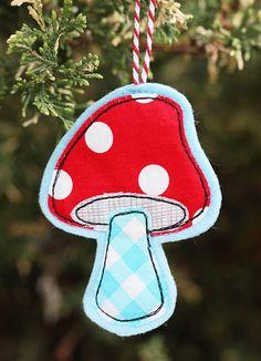 felt Christmas mushroom ornaments ~ would be cute on a tree with a woodland theme