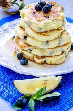 Pancakes cu lamaie si afine (fara gluten) - Din secretele bucătăriei chinezești Sweets Recipes, Cake Recipes, Healthy Food, Healthy Recipes, Food Cakes, Feta, Pancakes, Breakfast, Healthy Foods
