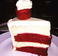that's some prime time cake 🍰 Types Of Desserts, Desserts Menu, Dessert Drinks, Just Desserts, Sweet Recipes, Snack Recipes, Dessert Recipes, Snacks, Yummy Treats