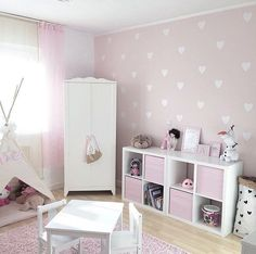 Sweet bedroom of Maria Salas. Sweet bedroom of Maria Salas. The post Sweet bedroom of Maria Salas. appeared first on Babyzimmer ideen. Baby Girl Room Decor, Baby Bedroom, Girls Bedroom, Bedroom Decor, Kids Room Design, Little Girl Rooms, Bedroom Storage, Kallax, Nursery