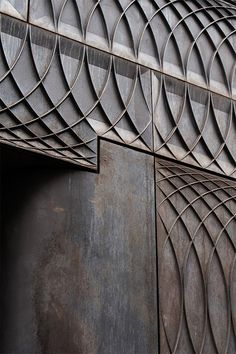 Paul Smith Albemarle Street store facade by Architects. Interlocking circles cast into a new solid iron facade. Detail Architecture, Amazing Architecture, Interior Architecture, Architecture Collage, London Architecture, Industrial Architecture, Paul Smith, Exterior Design, Interior And Exterior