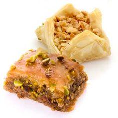 Receta de Baklavas caseros, un postre tradicional de la cocina árabe, griega y turca. Receta paso a paso para elaborar Baklavas de forma casera y fácil.