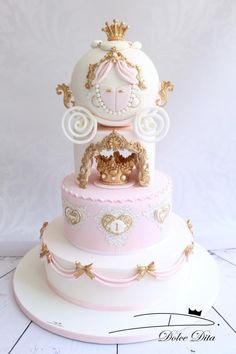 Princess Carriage cake - Cake by Dolce Dita Cinderella Baby Shower, Baby Shower Princess, Cinderella Birthday, Carriage Cake, Pumpkin 1st Birthdays, Huge Cake, Princess Carriage, Baby Birthday Cakes, Barbie Cake