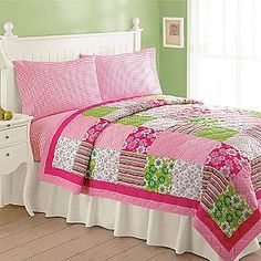 Cute quilt!(would look really good in my room)