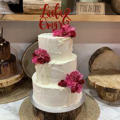 tarta buttercream paleteada dripp chocolate blanco y flores Chocolate Blanco, Cake, Desserts, Food, Pastries, Flowers, Tailgate Desserts, Deserts, Kuchen