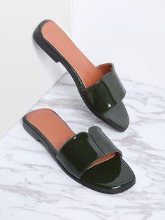 Sandalias planas de charol - verde oscuro