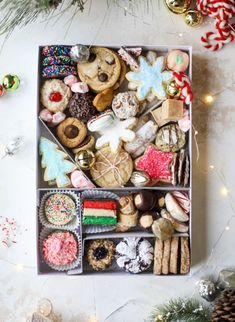 This list is made up of my 2018 best cookies to bake for Christmas and the holiday season! These are tried and true favorites that our friends and family love ones we put on our cookie trays every single year! Cookie Tray, Cookie Gifts, Food Gifts, Cookie Gift Boxes, Christmas Snacks, Christmas Cooking, Christmas Cookie Boxes, Christmas Biscuits, Holiday Cookies