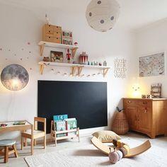 _juliherz_'s Lieblingsdinge - _juliherz_ sitzt auf jeden Fall am rechten Fleck, wenn wir uns diesen Kinderzimmertraum anschauen! Kids Bedroom Furniture, Bedroom Decor, Wooden Furniture, Antique Furniture, Baby Room Boy, Toddler Rooms, Toddler Playroom, Playroom Ideas, Toy Rooms