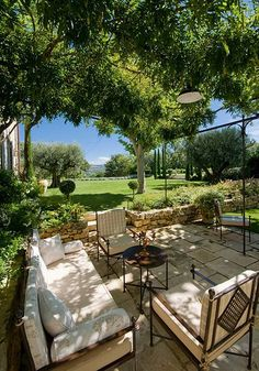 Provence, terrace de luxe. Leafy canopy, proper furnishings... Yes.