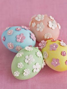 So Pretty! #EasterEggs with teeny tiny flowers on top. :D