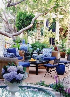 Mary McDonald post here Back in May, I did a post on L. based designer Mary McDonald and fell in love with this gorgeous outdoor space. Outdoor Rooms, Outdoor Gardens, Outdoor Living, Outdoor Furniture Sets, Outdoor Decor, Outdoor Seating, Wicker Furniture, Outdoor Bars, White Furniture