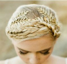 $11.50 This beautiful gold headband features a leaflet design. Perfect over a braided crown, natural curls or loose waves! Just in time for festival season and the perfect accessory for fuss-free summer getaways. Esprit