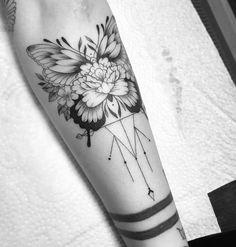 45 Wonderful Butterfly Tattoo Ideas For Tattoo Lovers Dope Tattoos, Hand Tattoos, Pretty Tattoos, Beautiful Tattoos, Flower Tattoos, Body Art Tattoos, New Tattoos, Small Tattoos, Sleeve Tattoos