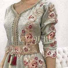 No photo description available. Morrocan Dress, Moroccan Caftan, Elegant Dresses, Beautiful Dresses, Hijab Fashion, Fashion Dresses, Arabic Dress, Caftan Dress, Classy Outfits