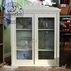 Mistique Autentico kalkmaling på vitrineskab