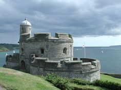 St. Mawes Castle, one of the biggest round castles in England was built for Henry VIII in 1542. (4.15 p.m. 15 July 2001)