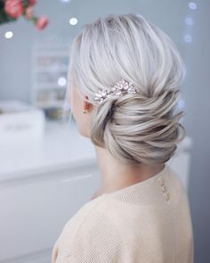 Simple beautiful bridal updo ,chignon ,wedding updo hairstyles, wedding hairstyle ideas #weddingupdo #updo #hairstyle #weddinghairstyle #weddinghairstyles