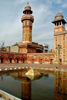"https://flic.kr/p/G5wJZ | Wazir Khan Mosque, Lahore | Reflections of the minarets are visible in the pond. To find out more about Wazir Khan Mosque visit the following link: <a href=""http://en.wikipedia.org/wiki/Wazir_Khan_Mosque"" rel=""nofollow"">en.wikipedia.org/wiki/Wazir_Khan_Mosque</a>"