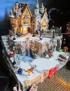 Christmas LIGHTED TRAIN TUNNEL Village Display platform base Dept ...