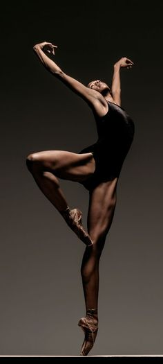 LINES dancer Courtney Henry in pointe magazine.