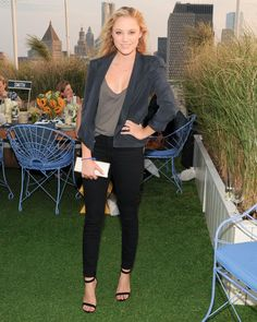 Maika Monroe in Rebecca Minkoff Jane Skinny Jeans in Dark Gray Wash