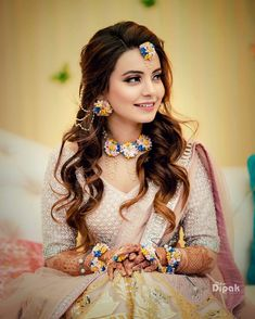 15 Amazing Mehendi Outfits We Have Spotted On Some Recent Brides Bridal Poses, Bridal Photoshoot, Bridal Hairdo, Open Hairstyles, Bride Hairstyles, Saree Hairstyles, Bridal Outfits, Bridal Dresses, Flower Jewellery For Mehndi