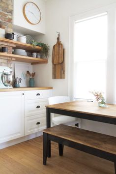 Latest Free Kitchen Table Makeover with Amy Howard Tips On among my really repeated visits to IKEA I came across cheaper lacking platforms which were the p Amy Howard, Ikea Bjursta, Bjursta Table, Farmhouse Kitchen Tables, Ikea Kitchen, Kitchen Ideas, Ikea Hacks, Hacks Diy, Kitchen Table Makeover